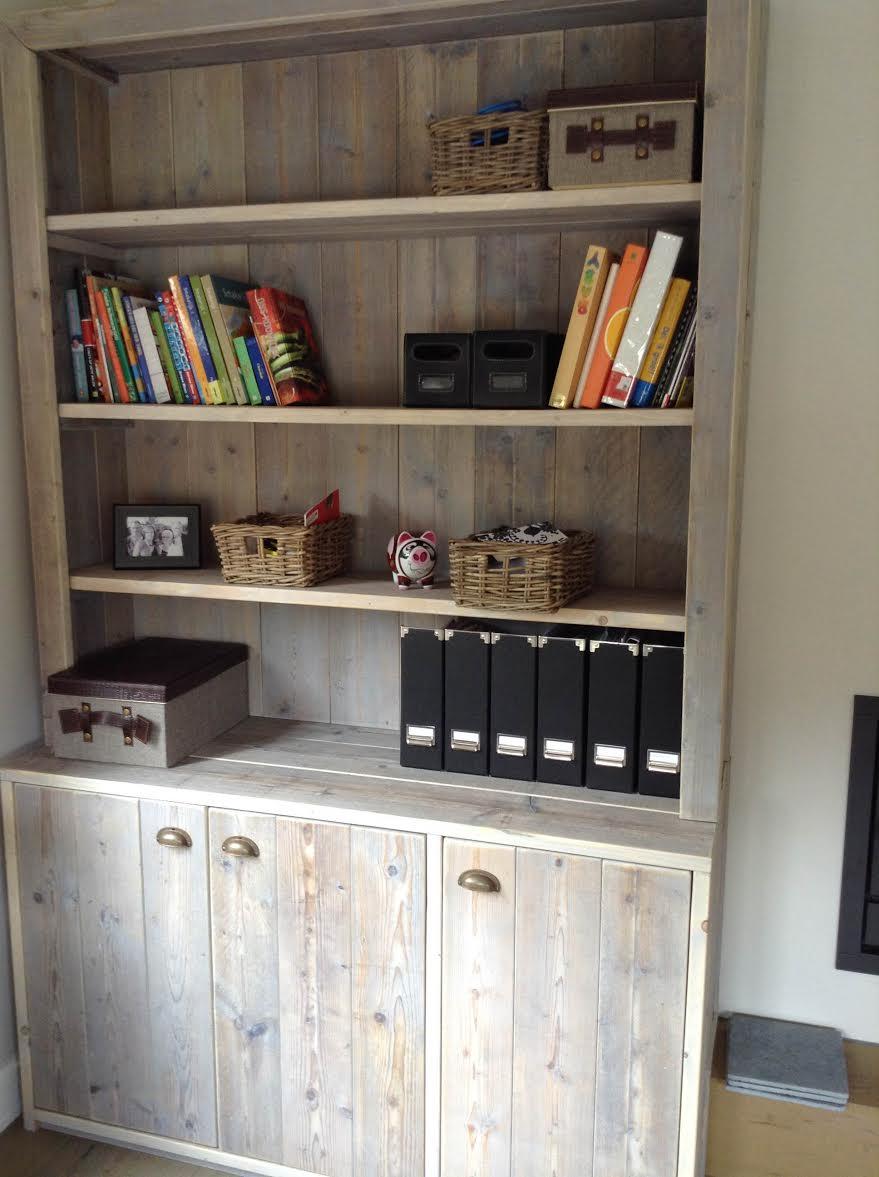 boekenkast in steigerhout